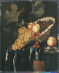 Stilleven van vruchten op een marmeren tafel