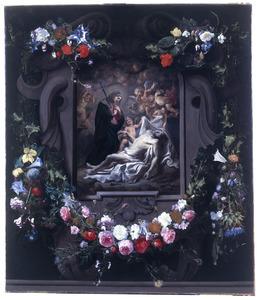 Christus beweend door de maagd Maria en engelen, in een cartouche versierd met bloemen