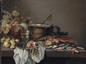 Stilleven op een stenen tafel met een kat, fruit, vis en schaaldieren, een roemer op een tinnen schotel, een maatglas, een houten ton met een visnet