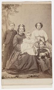 Portret van Jeanne Adriana Wilhelmine van Wijck (1822-1892) en haar kinderen