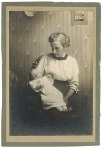 Portret van W.H. Boomgaard (1918-?) en zijn moeder