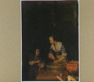 Een vrouw die worsten bereidt en een jongetje
