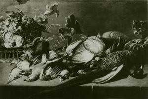 Een stillleven met vruchten, dode vogels en een kat op een tafel