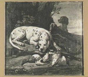 Twee honden bij een jachtbuit van gevogelte