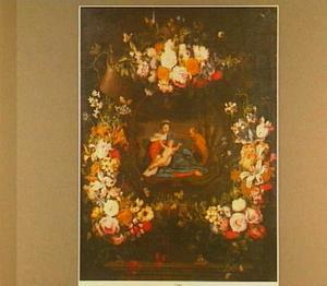 Bloemenkrans rond een voorstelling van de Heilige Familie