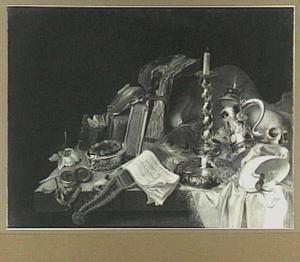Vanitasstilleven van boeken, schedel, horloge en schrijfgerei