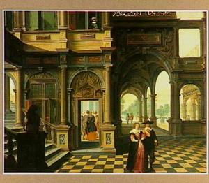 Binnenplaats van een paleis met een wandelend paar; op de achtergrond een doorkijk naar een tuin