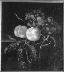 Vruchtenstilleven op een plint