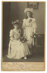 Portret van twee dochters van het echtpaar Groot-Opsomer