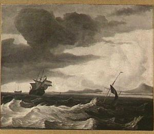 Hollandse driemaster en een kleine zeilboot voor een bergachtige kust