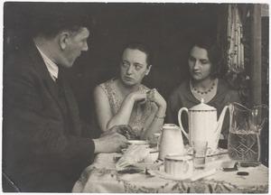 Fiedler, zijn vriendin Vera en mevrouw Hahle-Bergsma (de eerste vrouw van Kurt Kahle, Berlijn 1930