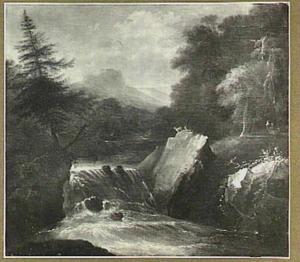 Bergachtig rivierlandschap met waterval