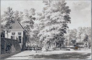 Gezicht in de tuin van het huis Treslong met het tuinhuis links