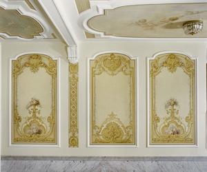 Drie wandvakken met ornamentele schilderingen