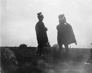 Twee militairen tijdens een militaire manoeuvre