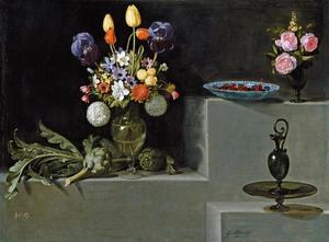 Stilleven met artisjokken, bloemen en glazen schepen