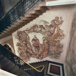 Jan Pieterszoon Coen omgeven door voorstellingen en symbolen met betrekking tot de geschiedenis van de VOC