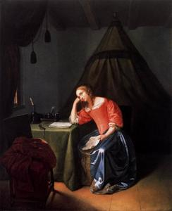 Jonge vrouw met een brief in een interieur