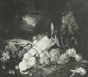 Stilleven van vruchten en asperges in een landschap
