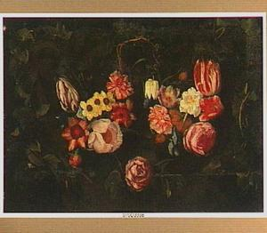 Bloemstilleven in een cartouche versierd met klimopblad