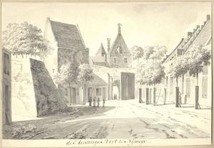 De Hertogsteegpoort te Nijmegen van de stadszijde