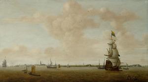Schepen op de Westerschelde voor Walcheren; links de stad Vlissingen en rechts Fort Rammekens