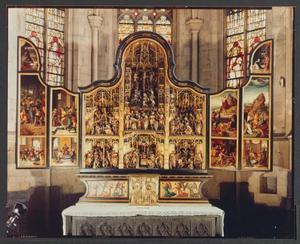 Jezus in de Hof van Olijven, Het verraad van Judas en de gevangenneming, De bespotting van Christus, Jezus voor Kajafas gebracht, De handwassing van Pilatus (binnenzijde linkerluik); De geseling, Ecce Homo, De doornenkroning, de kruisdraging, de kruisiging, de kruisafneming en de bewening (middendeel); De nederdaling ter helle, de verrijzenis, Christus verschijnt aan zijn moeder, Hemelvaart, Pinksteren (binnenzijde rechterluik)