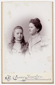 Portret van Adelheid Anna Beatrix van der Poorten Schwartz (1888-1944) en Elisabeth Schwartz (1856-1943)