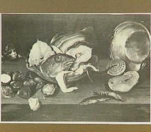 Visstilleven met oesters, kat en vaatwerk