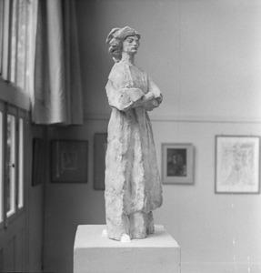 Het atelier van Antoine Bourdelle met een beeldhouwwerk van een man met een tulband