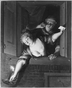 Jonge vrouw en dienstbode in een venster