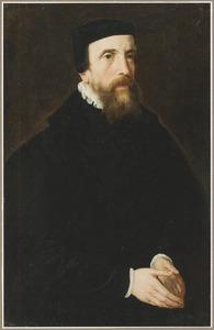 Portret van een man in een zwart kostuum en baret