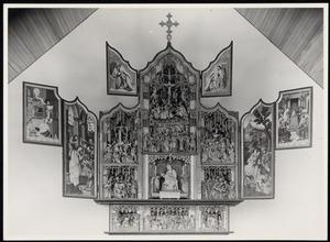 De annunciatie, de aanbidding der herders (binnenzijde linkerluik); Christus in Gethsemane, de dood van Maria, Christus in limbo (predella); De gevangenneming, Christus treft Veronica tijdens de kruisdraging, de Mater Dolorosa, de kruisiging, de bewening, de graflegging (middendeel); De vlucht naar Egypte, Christus' dispuut met de tempelgeleerden (binnenzijde rechterluik); De kroning van Maria door God de Vader (binnenzijde linker bovenluik); Christus zegent Maria (binnenzijde rechter bovenluik)
