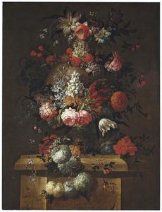 Bloemstilleven met sneeuwballen, rozen en narcissen