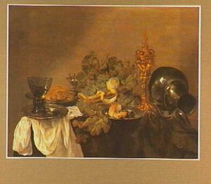 Stilleven met druiven, zilverwerk en eet-en drinkgerei