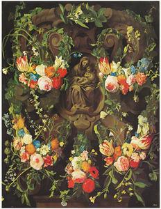 Gebeeldhouwde cartouche versierd met bloemen met een voorstelling van Maria en Christus