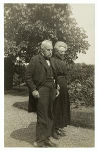 Portret van Frederik Hendrik Coenen (1849-1930) en Anna Henriette Gesina Koning (1856-1930)