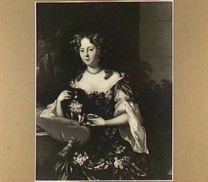 Portret van een vrouw met een schoothondje op een rood kussen