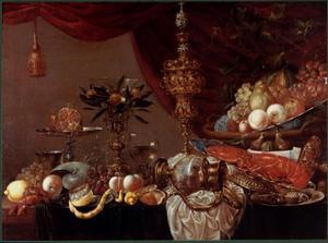 Stilleven met fruit, porselein en pronkzilver