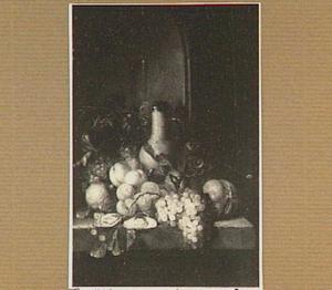Stilleven met vruchten, oesters, brood,  een steengoed kan met deksel en glaswerk in een nis