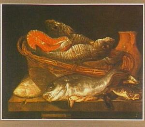 Stilleven met vis in mand en een kruik