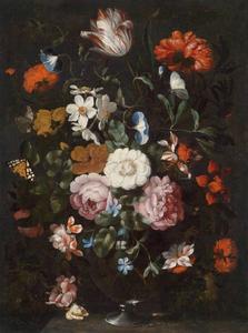 Bloemstilleven met rozen in een glazen vaas