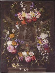 Cartouche met bloemguirlandes rondom een voorstelling van de Heilige Familie