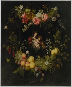 Een krans van vruchten en bloemen rondom een voorstelling van Maria met kind