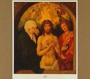 Christus als Man van Smarten geflankeerd door Maria en Johannes de Evangelist