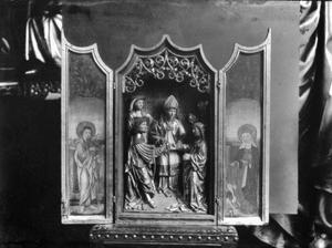 Huisretabel Johannes de Evangelist (binnenzijde linkerluik); Het huwelijk van Maria en Jozef (middendeel); De H. Elizabeth van Hongarije (binnenzijde rechterluik)