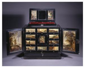 Ebbenhouten kunstkastje beschilderd met vijftien landschappen en havengezichten