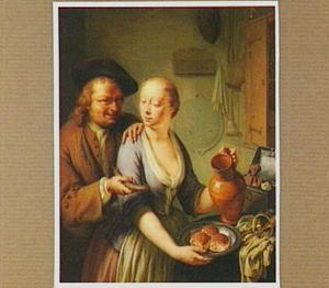 Oudere man biedt jonge keukenmeid een worst aan