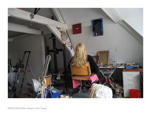 Nies Vooijs in haar studio