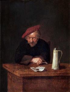 Man met pijp zittend achter een tafel waarop een bierkan en wat tabak